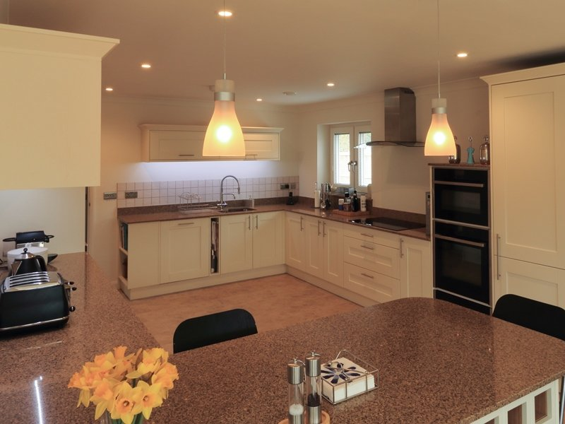 Felix's Kitchen Fitting - Mr Barnes